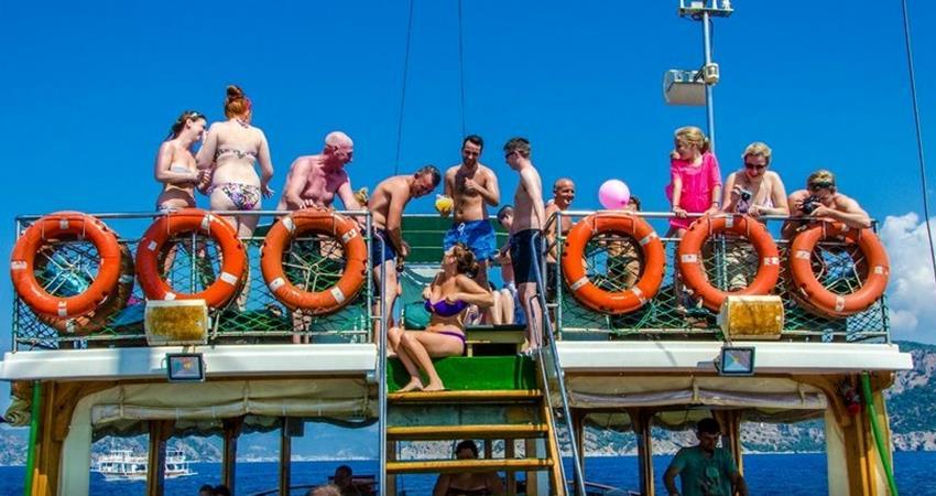 Mega Diana Boat Trip